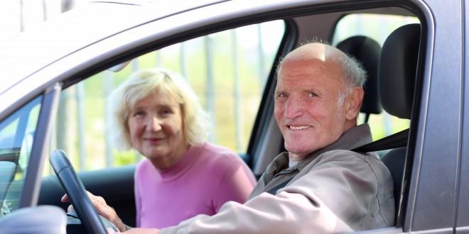 在公路駕車時請多忍讓,敬老是主因之一